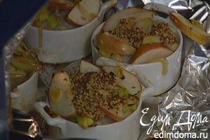Купаты, запеченные с пореем и яблоками