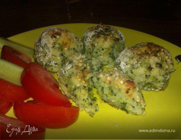 Картофельные шарики с брокколи, зеленью и кунжутом