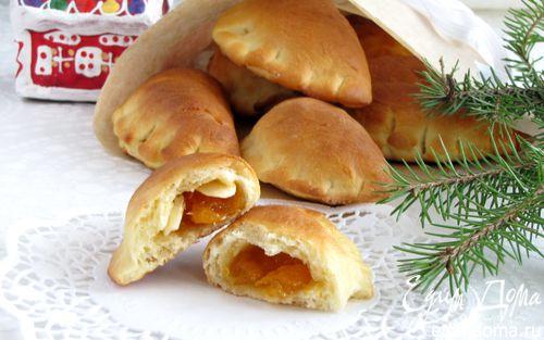 Рецепт булочки с абрикосовым джемом и миндальными лепестками