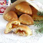 булочки с абрикосовым джемом и миндальными лепестками