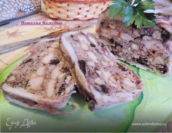 Мясной террин с черносливом и грецкими орехами