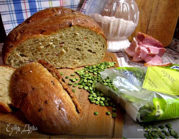 Хлеб гороховый с грудинкой и луком