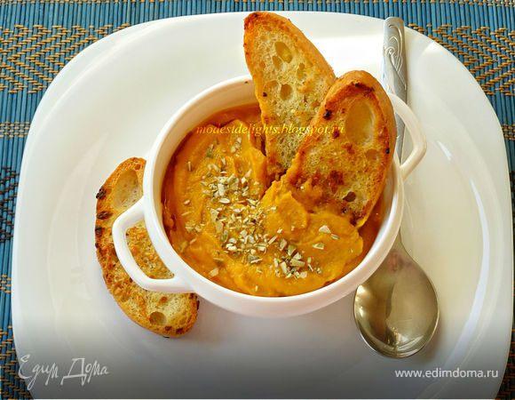 Тыквенный суп-пюре с чесночными гренками