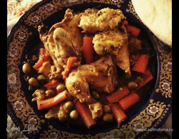 Тажин из курицы с морковкой и оливками