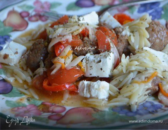 Паста орзо с колбасой, томатами и сладким перцем