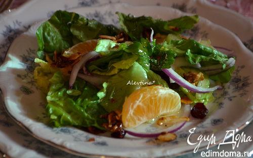 Рецепт Праздничный салат с мандаринами и клюквой