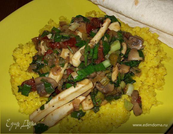 Кальмары с грибами, сельдереем и вялеными томатами