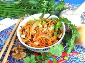 Салат из морковки по-корейски, орехов и зелени