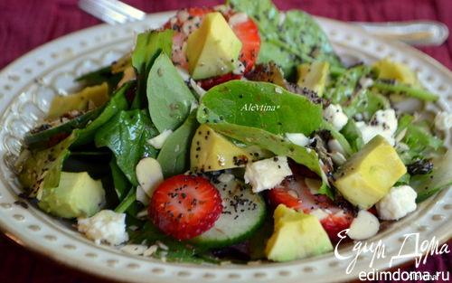 Рецепт Шпинатный салат с клубникой и авокадо