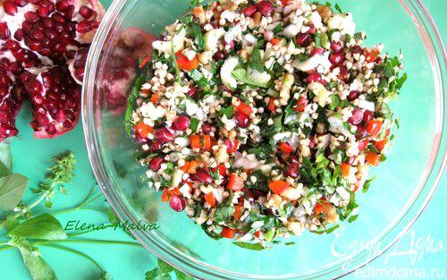 Рецепт Салат с проростками зеленых зерен гречихи и гранатом