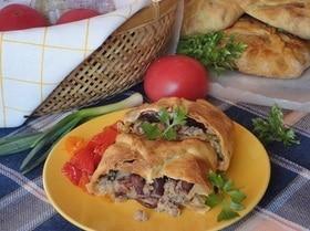 Пироги с мясом, капустой и фасолью