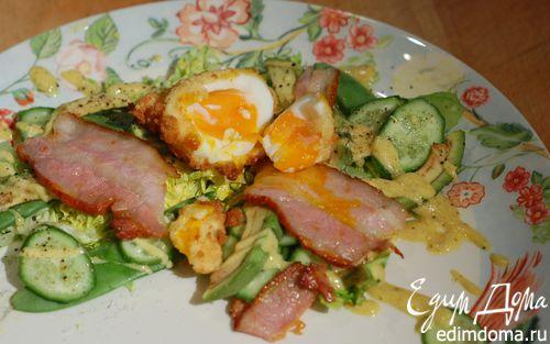 Рецепт Яйцо по-шотландски с салатом и грудинкой