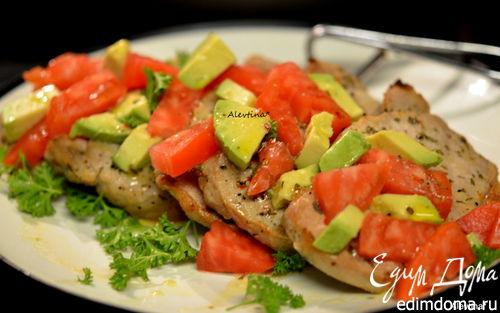 """Рецепт Свинина """"Юкатан"""" с авокадо и томатом"""