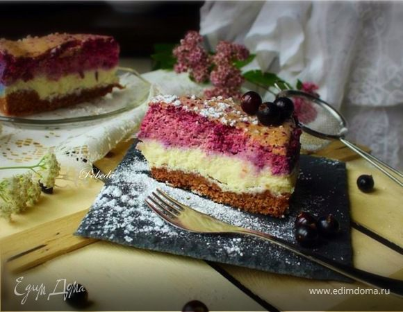 Трехслойный творожно-ягодный торт