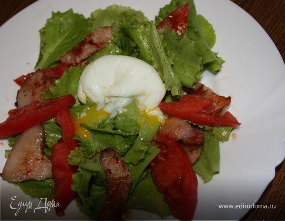 Салат с яйцом пашот