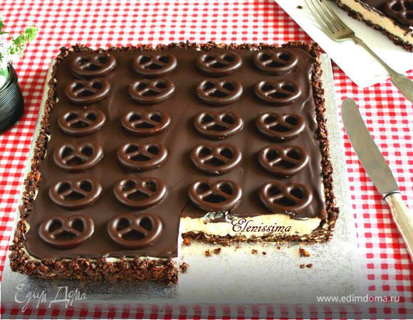 Шоколадный пирог с мини-бретцелями