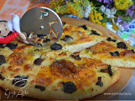 Пицца с цветками цукини и лесными грибами