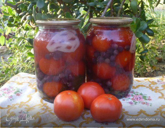 Помидоры с виноградом и сладким перцем