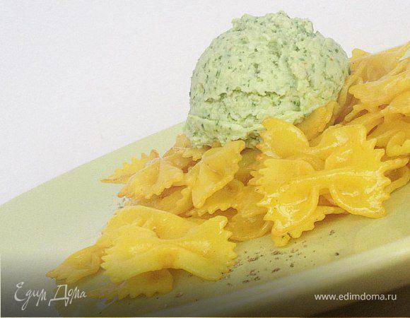 Бантики с кремом из авокадо, сыра и зелени