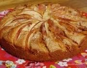 Домашний пирог с яблоками и корицей