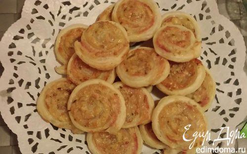 Рецепт Слоёные рулетики с горчицей, ветчиной и сыром