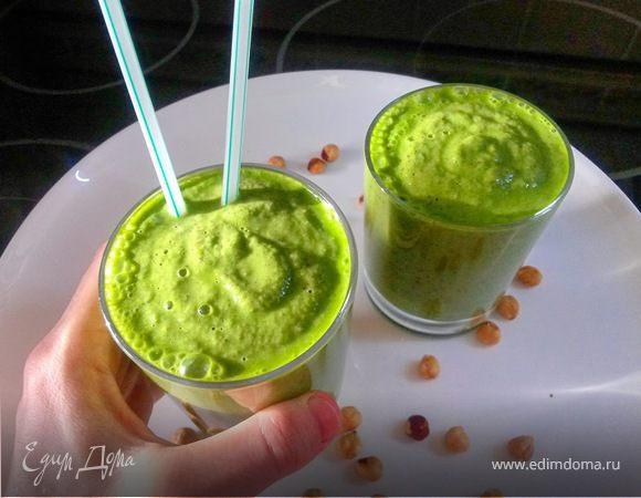Зеленый смузи на фундучном молоке