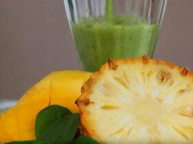 Напиток из ананаса со шпинатом и йогуртом
