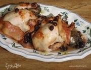 Цыплята, фаршированные творогом, грудинкой и виноградом