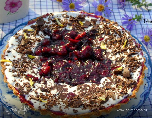 Сметанный тарт с вишней и вином