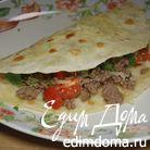 Мясная кесадилья с сыром и помидорами черри