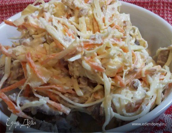Мясной салат с капустой и морковью