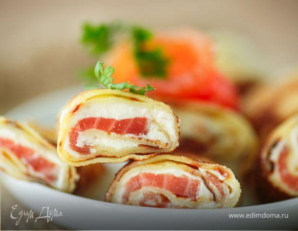 Блинные роллы с диким лососем и творожным сыром