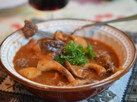 Тушеная говядина с грибами шиитаке и овощами