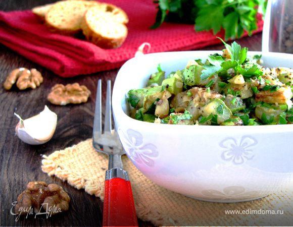Теплый салат из цукини с грецким орехом