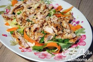 Салат с индейкой, фенхелем и миндалем