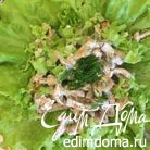 Салат с лисичками и сухарями