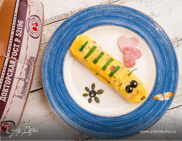 Рулет из омлета с колбасой и сыром