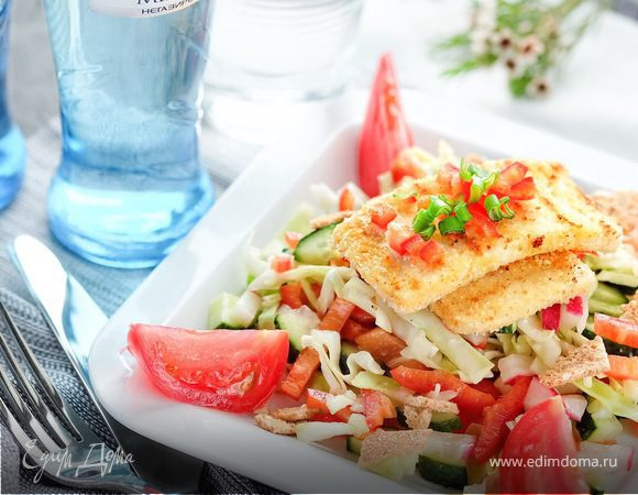 Хрустящий овощной салат с обжаренным адыгейским сыром