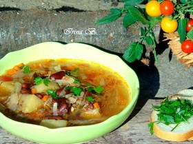 Суп с карри, капустой и фасолью