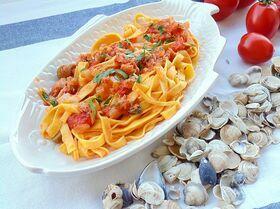 Тальятелле в томатном соусе с тунцом