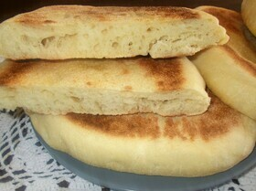 Batbout (традиционный хлеб на сковороде)