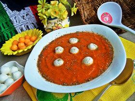 Томатный суп-пюре с моцареллой