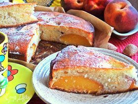 Пирог  со персиками для йогурте