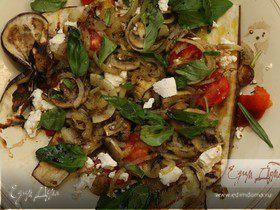 Салат с шампиньонами, козьим сыром и баклажаном