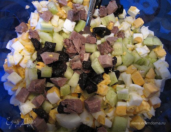 Салат из языка с черносливом