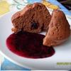 Шоколадные маффины с конфитюром из смородины