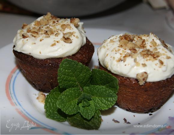 Морковный пирог с глазурью из маскарпоне с лаймом