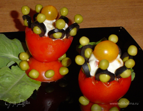Овощная закуска в салатнице из помидора
