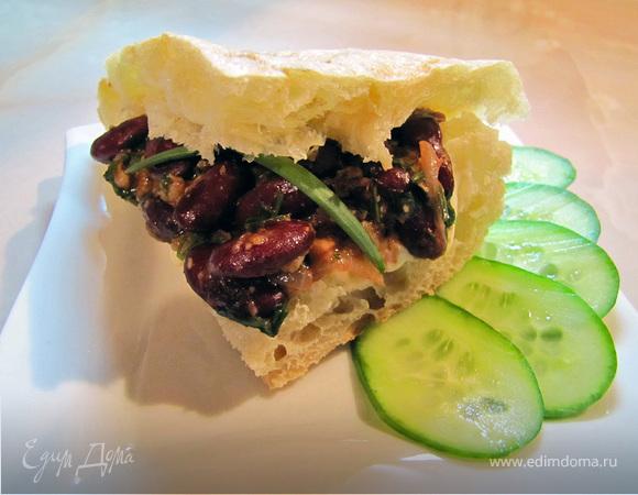 Лобио и плавленный сыр с лавашом