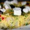 Фриттата с брокколи, цветной капустой и фетой.